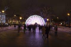 Kerstnacht Moskou-- De lichte tunnel op Tverskoy-Boulevard, Rusland Royalty-vrije Stock Foto