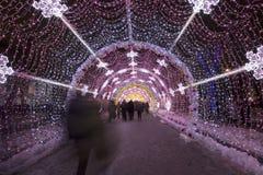 Kerstnacht Moskou-- De lichte tunnel op Tverskoy-Boulevard, Rusland Royalty-vrije Stock Afbeelding