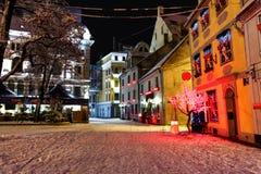 Kerstnacht in Oud Riga in Letland Stock Afbeelding
