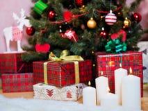Kerze auf dem Hintergrund Lizenzfreie Stockbilder