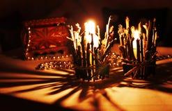 Kerze auf dem Tisch lizenzfreie stockbilder