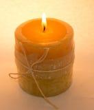 Kerze auf einem weißen Hintergrund Stockfoto
