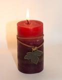 Kerze auf einem weißen Hintergrund Stockbild
