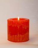 Kerze auf einem weißen Hintergrund Lizenzfreies Stockfoto