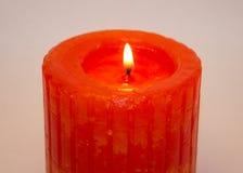 Kerze auf einem weißen Hintergrund Stockbilder
