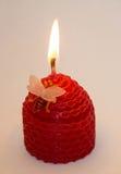 Kerze auf einem weißen Hintergrund Lizenzfreies Stockbild