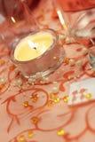 Kerze auf Hochzeitstabelle stockfotografie