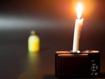 Kerze auf Kompaktkamera Addieren des Lichtes Lizenzfreies Stockfoto