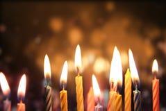 Kerze beleuchtet Hintergrund stockfotografie