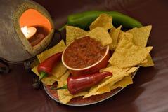 Kerze, Chips und Salsa Lizenzfreie Stockfotografie