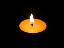 Kerze in der Dunkelheit Stockbilder