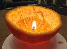 Kerze der orange Schale Stockfotografie