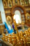 Kerze in der orthodoxen Kirche Lizenzfreie Stockbilder