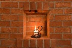 Kerze in einem Keller Stockfotografie