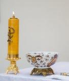 Kerze in einer Kirche Stockbild
