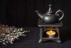 Kerze gefahrene verbreitete ätherische Öle der Aromalampe Lizenzfreies Stockbild