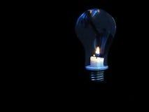 Kerze - Glühlampe stockfotografie