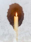 Kerze im Fenster Lizenzfreie Stockfotografie
