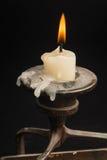 Kerze im Kerzenhalter lizenzfreies stockfoto