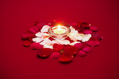 Kerze-Leuchte mit Rosen Stockfotografie