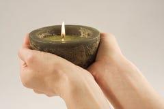 Kerze in meinen Händen Lizenzfreie Stockbilder