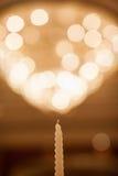 Kerze mit bokeh Hintergrund stockfotos