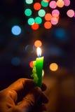 Kerze mit bokeh Hintergrund Lizenzfreie Stockbilder