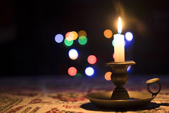 Kerze mit bokeh Licht Lizenzfreies Stockfoto
