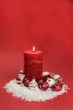 Kerze mit Weihnachtsflitter Lizenzfreies Stockbild