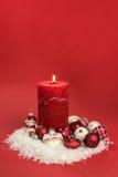 Kerze mit Weihnachtsflitter Lizenzfreies Stockfoto