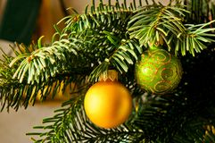 Kerze u. Weihnachtsbaum Lizenzfreies Stockfoto