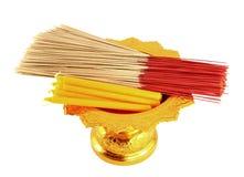 Kerze und Duft auf goldenem Tellersegment stockfotografie