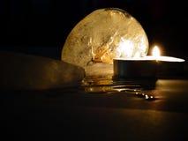 Kerze und Eis Lizenzfreie Stockfotografie