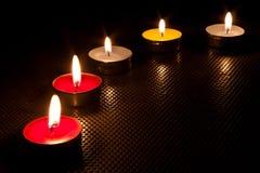 Kerze und Flamme. lizenzfreies stockbild