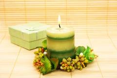 Kerze- und Geschenkkasten lizenzfreies stockfoto