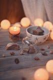 Kerze und Girlande Stockfotos