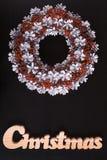 Kerze und Glaskugeln mit dem gezierten Zweig Auf lagerbild Stockbilder