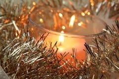 Kerze und goldenes deco Stockbild