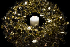 Kerze und Kranz Stockfoto