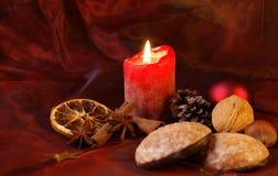 Kerze und Lebkuchen Lizenzfreie Stockfotos
