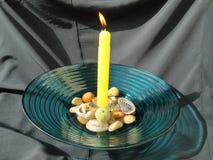 Kerze und Oberteile Stockfoto
