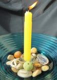 Kerze und Oberteile Stockfotos