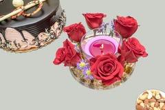 Kerze und Rosen Stockbild