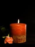 Kerze und stieg Stockfotografie