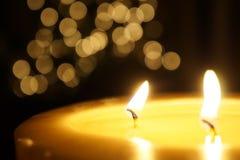 Kerze und Weihnachtsbaum Stockfotografie