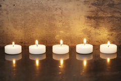 Kerzen auf einer Reihe Stockfotografie
