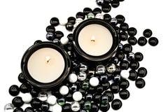Kerzen in den Kerzenhaltern Stockfoto