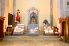 Kerzen an der Kirche Stockfotografie