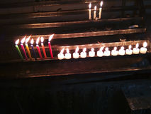 Kerzen in der Linie Lizenzfreie Stockbilder