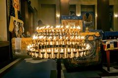 Kerzen in einem buddhistischen Tempel in St Petersburg Lizenzfreie Stockbilder